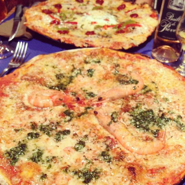 Super thin base pizza
