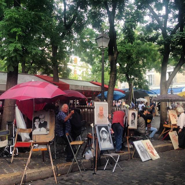 People drawing people in Montmarte