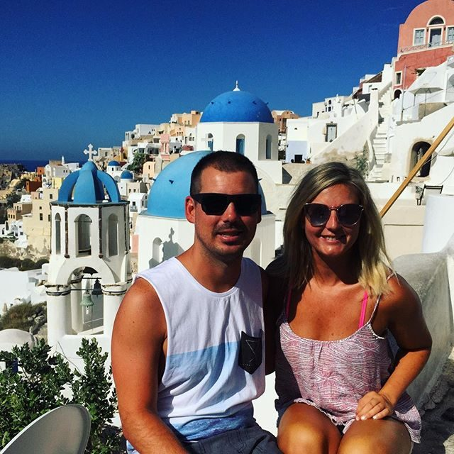 Token tourists in oia