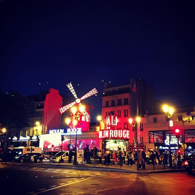 Le Moulin Rouge at night